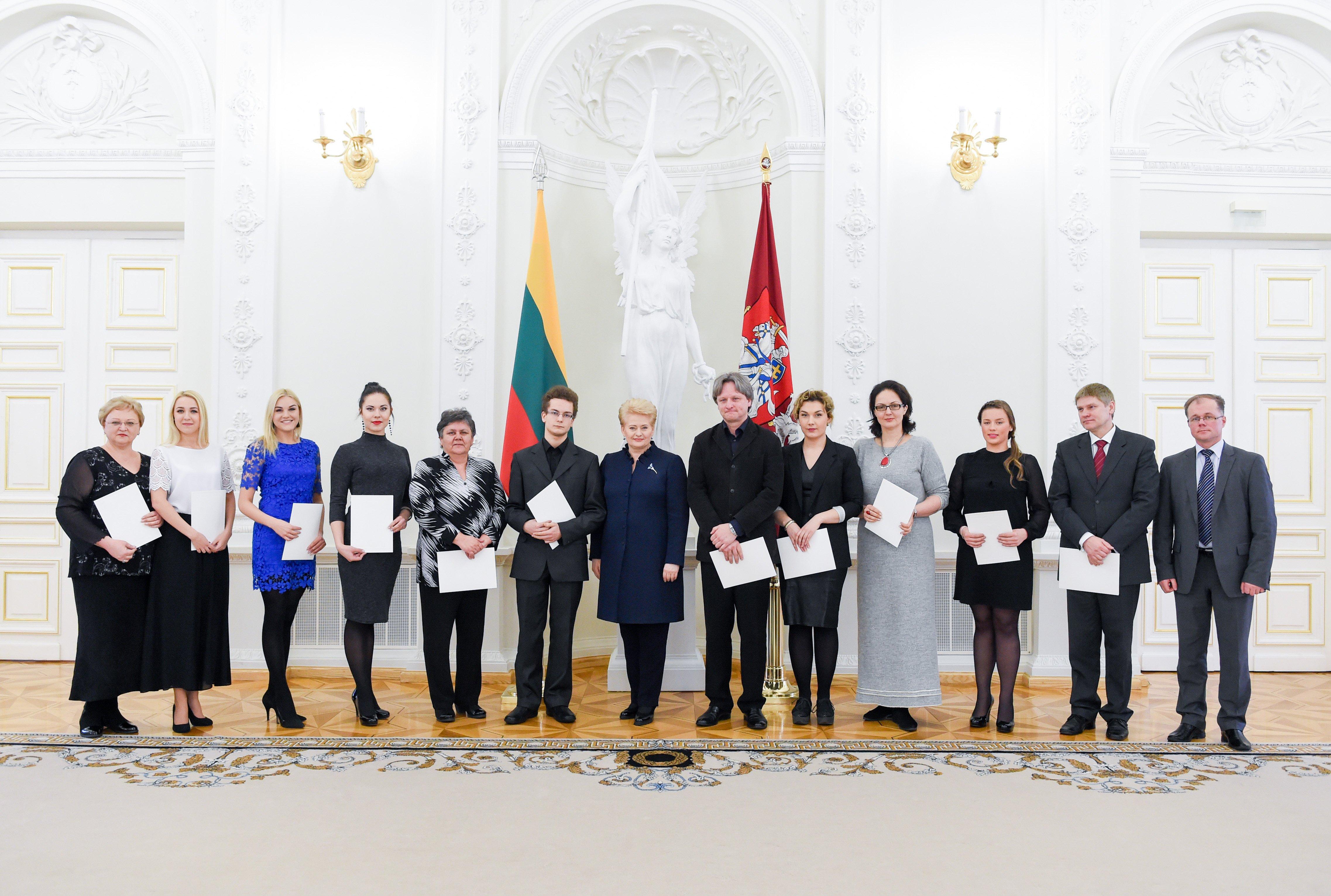 Prezidentė sveikina 2015 m. tarptautiniuose konkursuose aukščiausius apdovanojimus laimėjusius Lietuvos muzikus ir jų pedagogus.